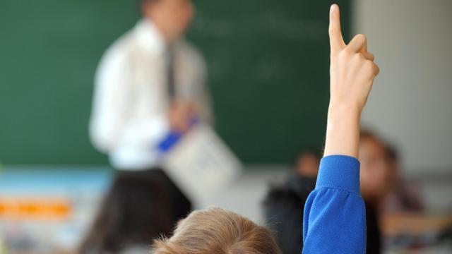 Les trois quarts (74%) des parents préféreraient que leurs enfants aient cours le mercredi matin en cas de retour à la semaine de quatre jours et demi, selon une enquête de la Fédération de parents d'élèves Peep auprès de ses adhérents, publiée mardi. [AFP]