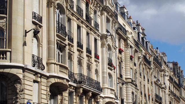 Les prix des logements anciens en France ont été stables au deuxième trimestre sur un an mais ont légèrement baissé (-0,3%) par rapport au premier trimestre, selon l'indice Notaires-Insee publié jeudi. [AFP]
