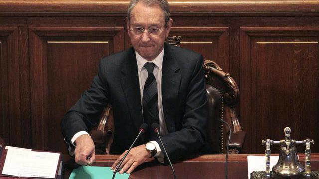 Le maire de Paris Bertrand Delanoë s'apprête à présider le Conseil de Paris, le 27 septembre 2010 à l'Hôtel de Ville [Jacques Demarthon / AFP/Archives]
