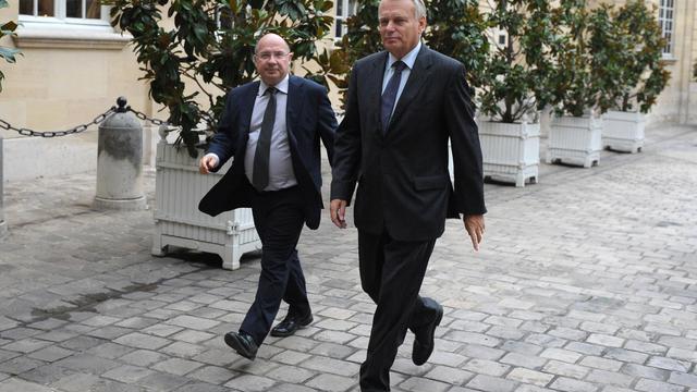 Le président PS de la commission des Affaires économiques François Brottes (g), le 28 septembre 2010 à Paris [Miguel Medina / AFP/Archives]