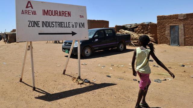 Les autorités françaises et le groupe nucléaire public Areva étaient sous pression après la diffusion samedi d'une vidéo dans laquelle quatre Français détenus au Sahel par Al-Qaïda leur demandent avec insistance de négocier leur libération près de deux ans après leur enlèvement. [AFP]