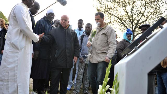 La justice examinera le 19 septembre la demande des familles de deux adolescents de Clichy-sous-Bois, électrocutés dans un transformateur EDF en 2005, de remettre en cause le non-lieu dont avaient bénéficié deux policiers, a-t-on appris mardi auprès de leur avocat.[AFP]