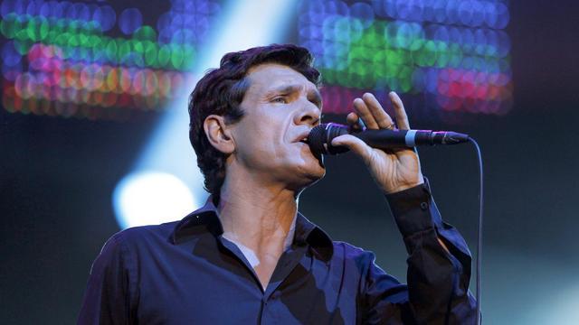 """Marc Lavoine publie lundi """"Je descends du singe"""" (Barclay/Universal), un onzième album à l'ambiance dépouillée et aux textes intimes signés par le chanteur qui, à 50 ans, estime être désormais """"beaucoup moins résistant à l'émotion"""".[AFP]"""