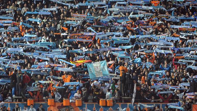 Trois supporteurs du club de football de l'Olympique de Marseille ont été condamnés à une lourde peine d'interdiction de stade après des incidents lors de la rencontre de 1re journée de Ligue 1 à Reims, a-t-on appris jeudi de source judiciaire.[AFP]