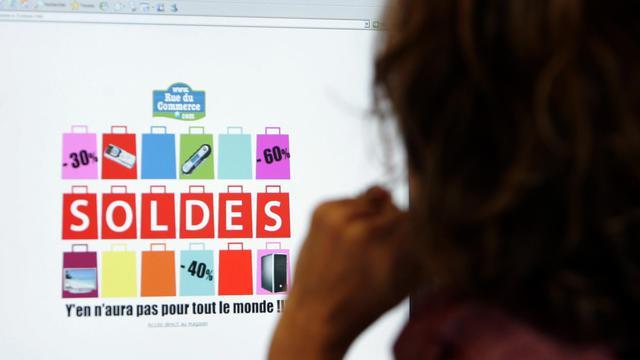 Les ventes en ligne en France ont progressé de 21% au deuxième trimestre à 10,8 milliards d'euros, tirées par l'ouverture de nouveaux sites marchands dans un contexte de consommation dégradée, selon le bilan trimestriel de la fédération du secteur jeudi. [AFP]