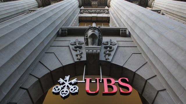 """Le fisc américain a versé une récompense record de 104 millions de dollars à Bradley Birkenfeld, un ex-employé d'UBS, qui avait livré des informations """"exceptionnelles à la fois par leur ampleur et leur étendue"""" sur les fraudes commises par des clients de la banque suisse. [AFP]"""