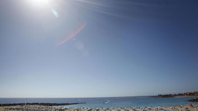Des vacanciers sur une plage de Tenerife, en février 2011 [Desiree Martin / AFP/Archives]