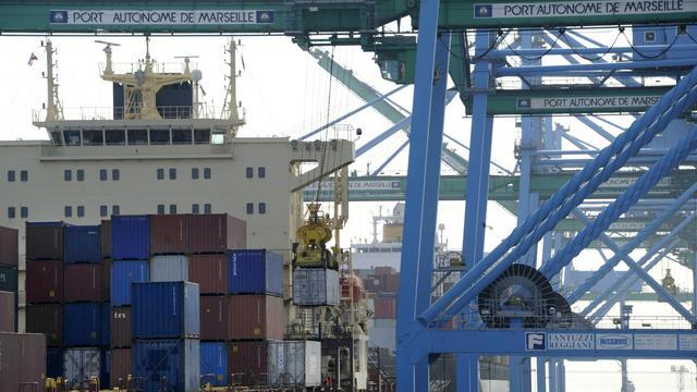 """Plus de 4.300 peluches """"Lapins Crétins"""" de contrefaçon, en provenance de Chine, ont été saisies début août sur le port de Fos-sur-Mer (Bouches-du-Rhône) par les douaniers de Port-Saint-Louis-du-Rhône, a annoncé jeudi la direction générale des douanes dans un communiqué.[AFP]"""
