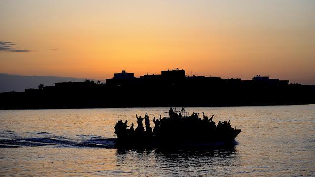 Le corps d'un homme qui se trouvait à bord d'un bateau de pêche chargé de migrants tunisiens ayant fait naufrage près de Lampedusa, a été repêché vendredi près de cette île au sud de l'Italie, ont annoncé les services de secours italiens. [AFP]