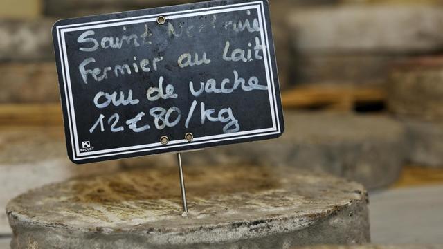 Un total de 48 personnes ont été atteintes de salmonellose en raison de Saint-Nectaire fermier produit par l'auvergnat Fereyrol et distribué par la société Dischamp, a annoncé cette dernière mercredi au journal régional La Montagne.[AFP]