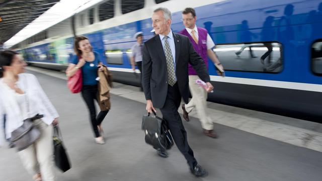 Le président de la SNCF Guillaume Pepy s'apprête à prendre un train le 30 mai 2011 à Paris [Fred Dufour / AFP/Archives]