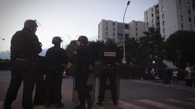 Des policiers  dans le quartier des Tarterêts à Corbeil-Essonnes le 6 juin 2011 [Joel Saget / AFP/Archives]