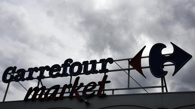 Les syndicats CGT et CFDT de Carrefour ont affirmé mardi que le numéro deux mondial de la distribution s'apprêtait à céder des magasins Carrefour Market, s'alarmant de cette perspective alors que le groupe vient d'annoncer la suppression de 500 à 600 postes administratifs. [AFP]