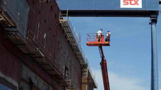 Les chantiers navals STX (Aker-Yards) de Saint-Nazaire et certains de leurs sous-traitants ont été relaxés mardi des poursuites entamées contre eux en 2006 pour travail dissimulé mais la CGT a réclamé au parquet qu'il fasse appel, a indiqué mercredi leur avocat à l'AFP.[AFP]