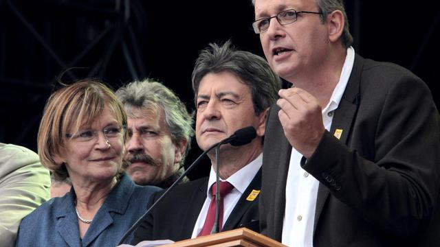 Le dirigeant communiste, Pierre Laurent (d), s'exprime en 2011 à la Fête de l'Huma, à côté de Jean-Luc Mélenchon (c) et Marie-Georges Buffet [Jacques Demarthon / AFP/Archives]