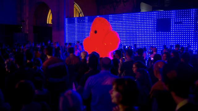 """L'installation """"Yeti"""" de l'artiste Fred Sapey-Triomphe, le 1er octobre 2011 à Paris pendant la Nuit Blanche [Fred Dufour / AFP/Archives]"""