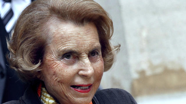 Liliane Bettencourt quitte l'Institut de France, le 12 octobre 2011 à Paris [Francois Guillot / AFP/Archives]