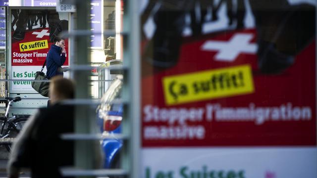 Des affiches de campagne du parti suisse d'extrême-droite UDC à Lausanne le 23 octobre 2011 [Sebastien Bozon / AFP/Archives]