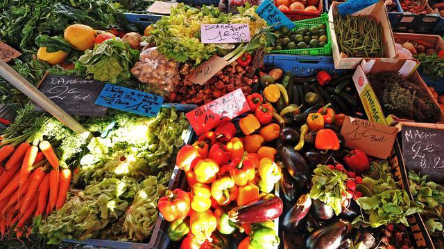Un stand de fruits et légumes est photographié, le 20 novembre 2011 sur un marché à Lille [Philippe Huguen / AFP/Archives]