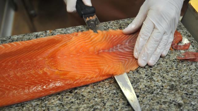 Une usine de saumon fumé en Bretagne, en novembre 2011 [Frank Perry / AFP/Archives]