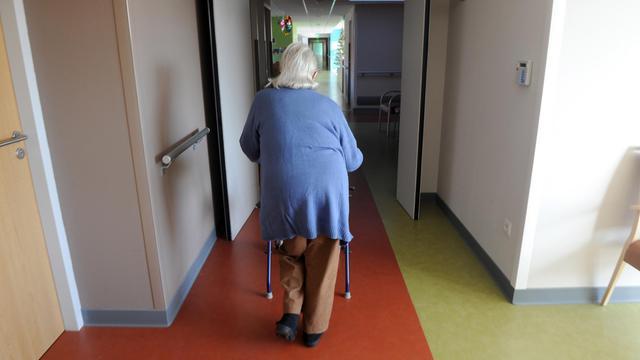 Une personne âgée dans une maison de repos, dans le sud de la France, en décembre 2011 [Eric Cabanis / AFP/Archives]