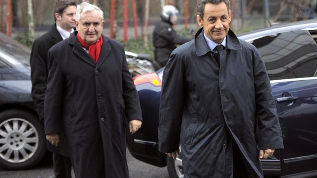 Nicolas Sarkozy et Jean-pierre Raffarin, à Chasseneuil-du-Poitou le 5 janvier 2012 [Philippe Wojazer / Pool/AFP/Archives]