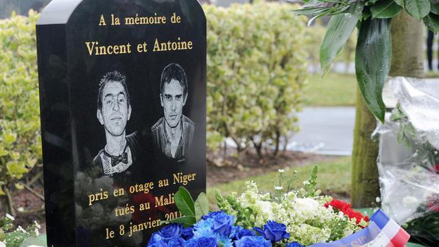 Stèle à la mémoire de Vincent Delory et Antoine de Leocour le 8 janvier 2012 à Linselles [Denis Charlet / AFP/Archives]