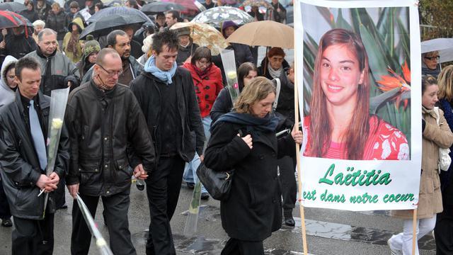 Le père biologique de Laetitia Perrais, Franck Perrais son frère Stéphane Perrais et son neveu Jason participent à une marche silencieuse pour lui rendre hommage, le 18 janvier 2012, à La Bernerie-en-Retz [Frank Perry / AFP/Archives]