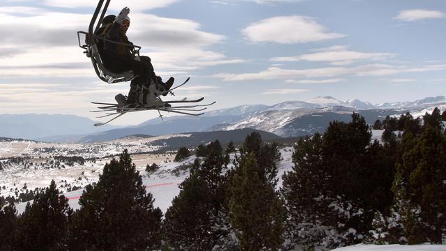 Des skieurs sur un télésiège [Raymond Roig / AFP/Archives]
