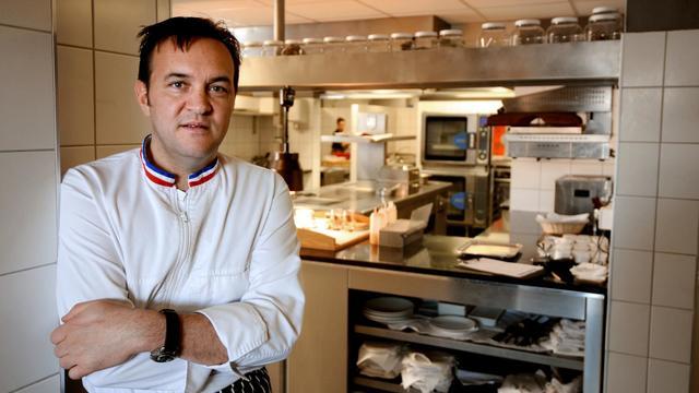 """Le Chef Emmanuel Renaut pose dans son restaurant """"Flocons de sel"""" le 27 février 2012 à Megève [Jean-Pierre Clatot / AFP/Archives]"""