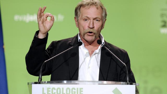 Le parti Europe Ecologie-Les Verts a assuré jeudi défendre le loup et le berger, et non pas l'un ou l'autre, en réponse à José Bové qui recommandait le 17 juillet de prendre son fusil si un troupeau se trouvait en danger.[AFP]