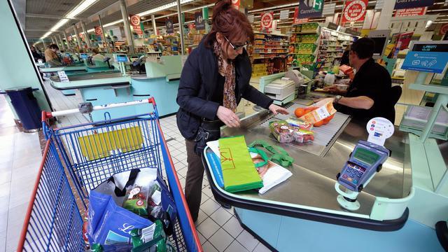Plus d'un Français sur cinq (21%) se retrouve en découvert bancaire à la fin de chaque mois, selon un sondage réalisé par l'institut CSA pour l'agence de communication Hopscotch et le spécialiste du crédit à la consommation Cofidis. [AFP]