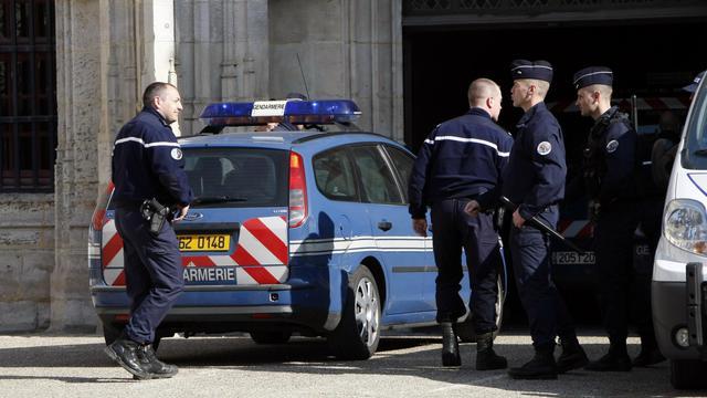 Des policiers arrivent le 29 mars 2012 au palais de justice de Rouen [Charly Triballeau / AFP/Archives]