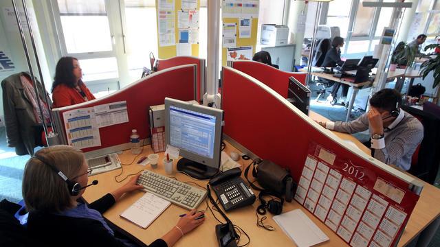 un call center en avril 2012 [Pierre Verdy / AFP/Archives]