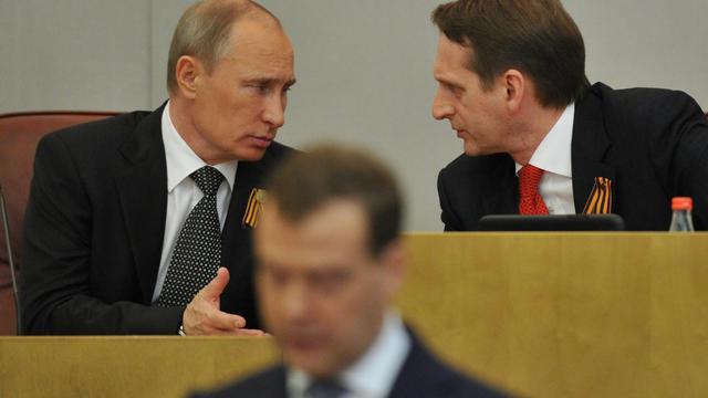 Le président de la Douma Sergueï Narychkine (d) et le président russe Vladimir Poutine (g), le 8 mai 2012 à Moscou [Yuri Kadobnov / AFP/Archives]