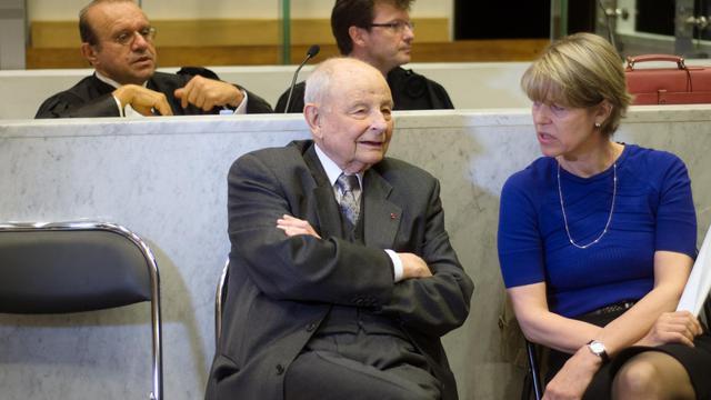 Jacques Servier (centre), le 14 mai 2012 au tribunal de Nanterre [Martin Bureau / AFP/Archives]