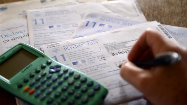La taxe à 75% promise par François Hollande sur les plus hauts revenus ne s'appliquera qu'à partir de deux millions d'euros annuels pour les couples, affirment jeudi le Figaro et les Echos en ligne [AFP]