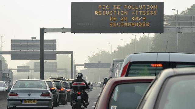 Les émissions de gaz à effet de serre (GES) sont reparties à la baisse en 2011 dans l'Union européenne (-2,5%), après une année 2010 marquée par une hausse de 2,4%, selon une estimation de l'Agence européenne pour l'environnement (AEE). [AFP]