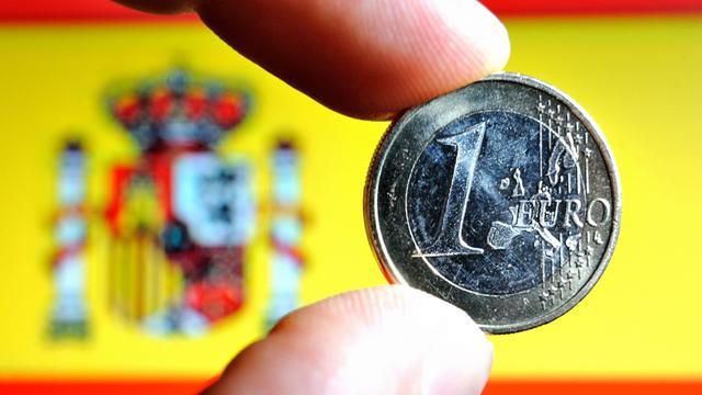 Un euro sur le drapeau espagnol [Philippe Huguen / AFP/Archives]