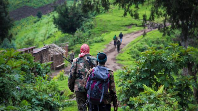 """Human Rights Watch (HRW) a accusé mardi les rebelles du Mouvement du 23 mars (M23) de commettre des """"crimes de guerre à grande échelle"""" dans l'est de la République démocratique du Congo, allant d'assassinats de garçons au viol d'une fillette de 8 ans. [AFP]"""