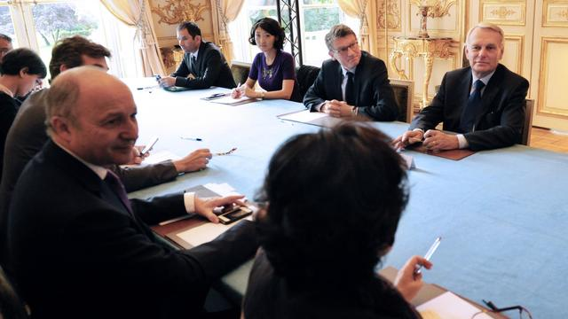"""Le Premier ministre, Jean-Marc Ayrault, présidera """"la semaine prochaine"""" une réunion interministérielle sur les Roms, où sera notamment évoquée la levée des mesures limitant leur accès au marché du travail, a annoncé jeudi sur France Inter le ministre de l'Intérieur, Manuel Valls.[AFP]"""