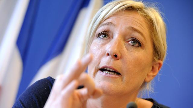 """La présidente du Front national, Marine Le Pen, a estimé lundi sur France Info que """"le tournant de la rigueur est amorcé"""" par le président François Hollande, prédisant pour les Français """"exactement la même chose"""" que ce qui se passe en Grèce ou en Espagne. [AFP]"""