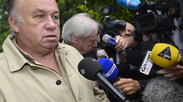 """Dominique Alderweireld (g), alias """"Dodo la Saumure"""", le 21 juin 2012 devant le palais de justice de Tournai [Benoit Doppagne / Belga/AFP/Archives]"""