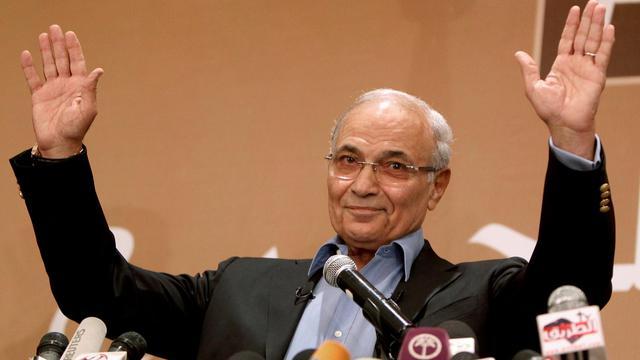La justice égyptienne a ordonné mardi l'arrestation de l'ancien Premier ministre de Hosni Moubarak et candidat malheureux à la présidence Ahmad Chafiq pour qu'il soit traduit devant une cour pénale, a-t-on appris de source judiciaire. [AFP]