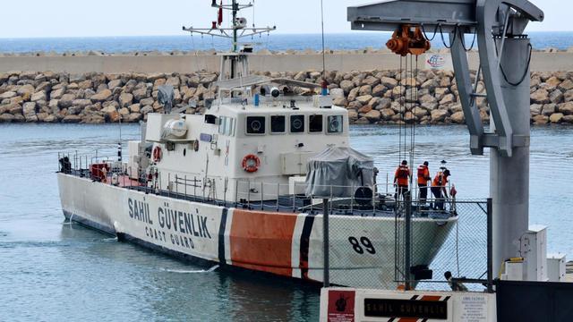 Au moins 24 immigrants clandestins à destination de l'Europe ont péri, jeudi, dans le naufrage de leur embarcation au large des côtes ouest de la Turquie, ont indiqué des responsables locaux, soulignant que le bilan pourrait s'aggraver. [ANADOLU NEWS AGENCY]