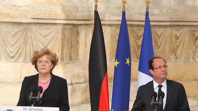 François Hollande s'entretiendra de la crise de la zone euro et de la Syrie le 23 août à Berlin avec la chancelière allemande Angela Merkel et deux jours plus tard, à l'Elysée, avec le Premier ministre grec Antonis Samaras, a-t-on appris jeudi à Paris de source proche du dossier.[AFP]