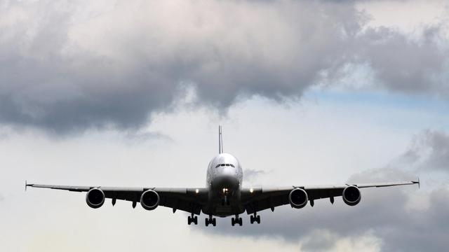 L'avionneur européen Airbus a annoncé mercredi avoir engrangé 384 commandes nettes de janvier à fin août, bien moins que son concurrent américain Boeing qui en comptait déjà 700 à fin juillet.[AFP]