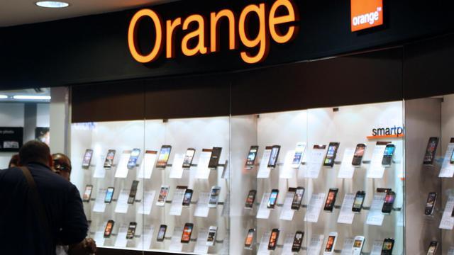 Une boutique Orange à Paris [Ana Arevalo / AFP/Archives]