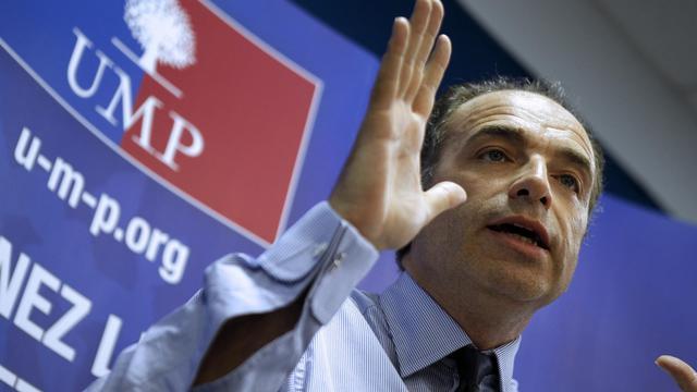 """Le secrétaire général de l'UMP, Jean-François Copé, a estimé mardi que les 100 premiers jours de la présidence Hollande avaient été dominés par une """"haine antisarkozyste"""" et un """"conservatisme"""", dénonçant un """"décalage incroyable"""" avec les exigences de la France.[AFP]"""