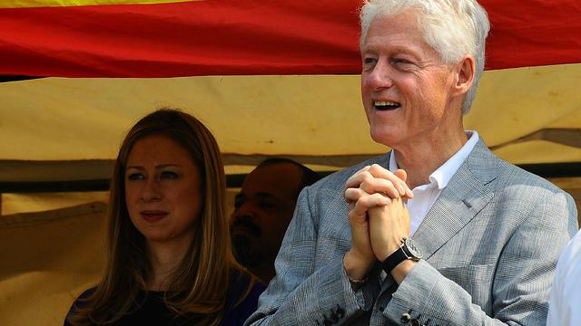 Après avoir longtemps fui les projecteurs, Chelsea Clinton, fille de l'ancien président américain Bill Clinton et de la secrétaire d'Etat Hillary Clinton, n'exclut plus de faire un jour de la politique.[AFP]